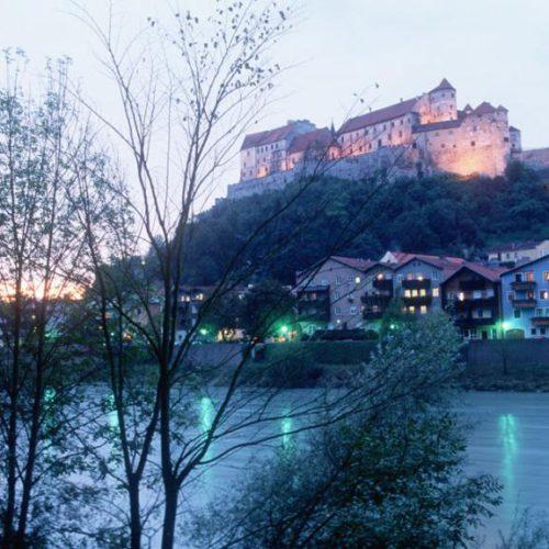 Burghauser Burg aus oesterreichischer Sicht