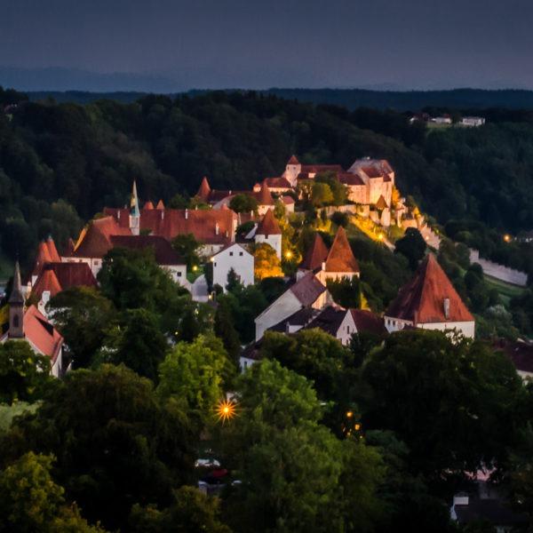 Burghauser Burg bei Nacht